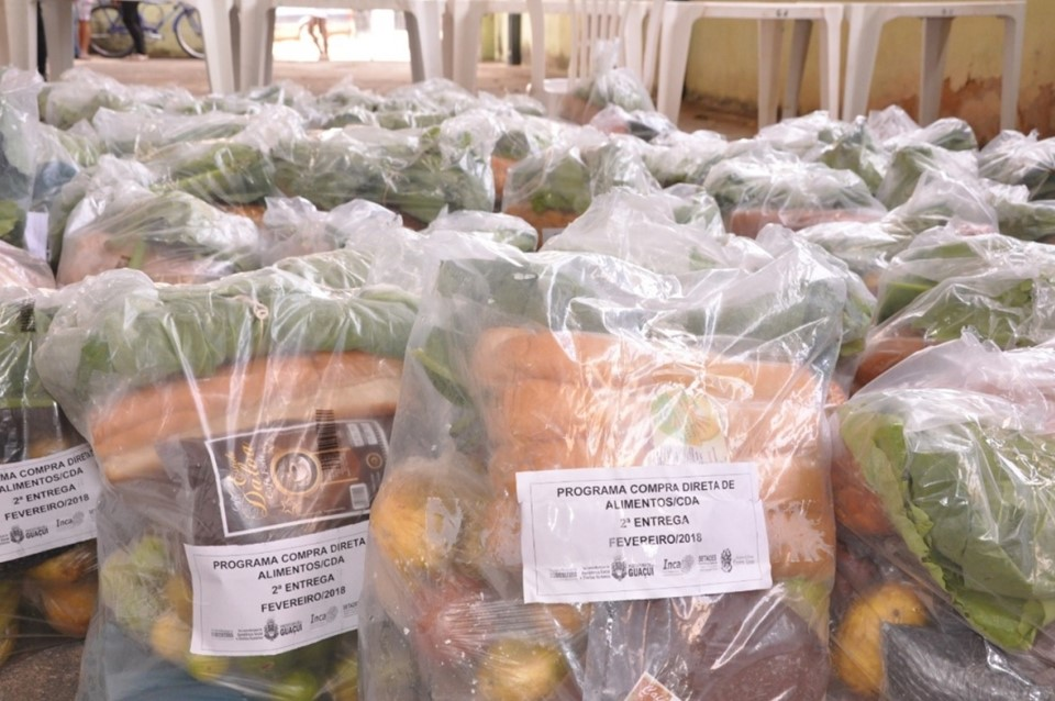 Famílias e instituições de Guaçuí recebem alimentos da agricultura familiar