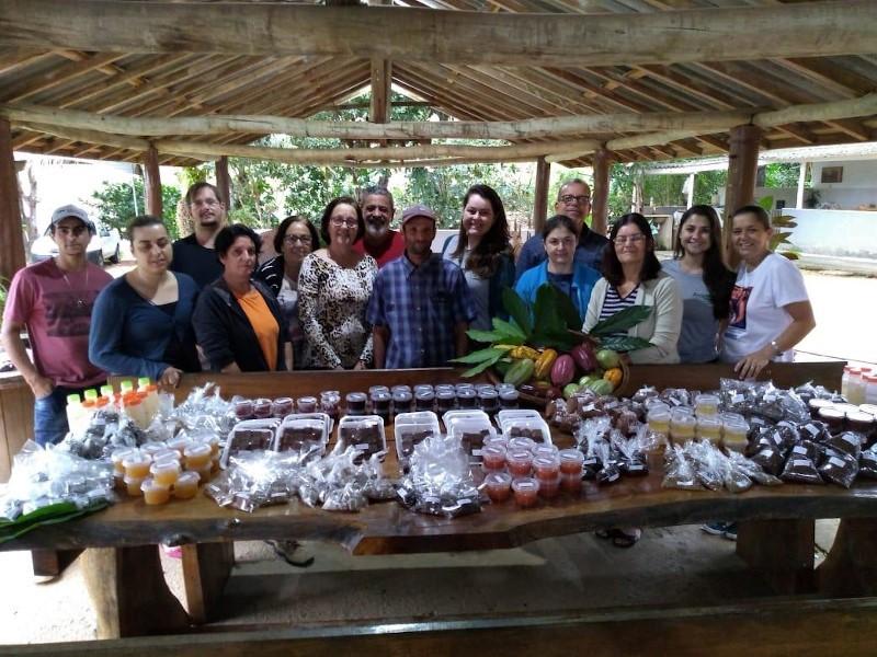 Agricultores de Alegre e Jerônimo Monteiro recebem curso de derivados de cacau
