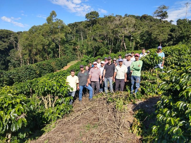 Dia de Campo sobre café arábica encerra curso Produtor Informado em Marechal Floriano (ES)