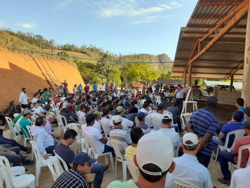 """Com tema """"Tecnologia para produção sustentável de leite"""" o 2º TecLeite ES atrai centenas de pessoas"""